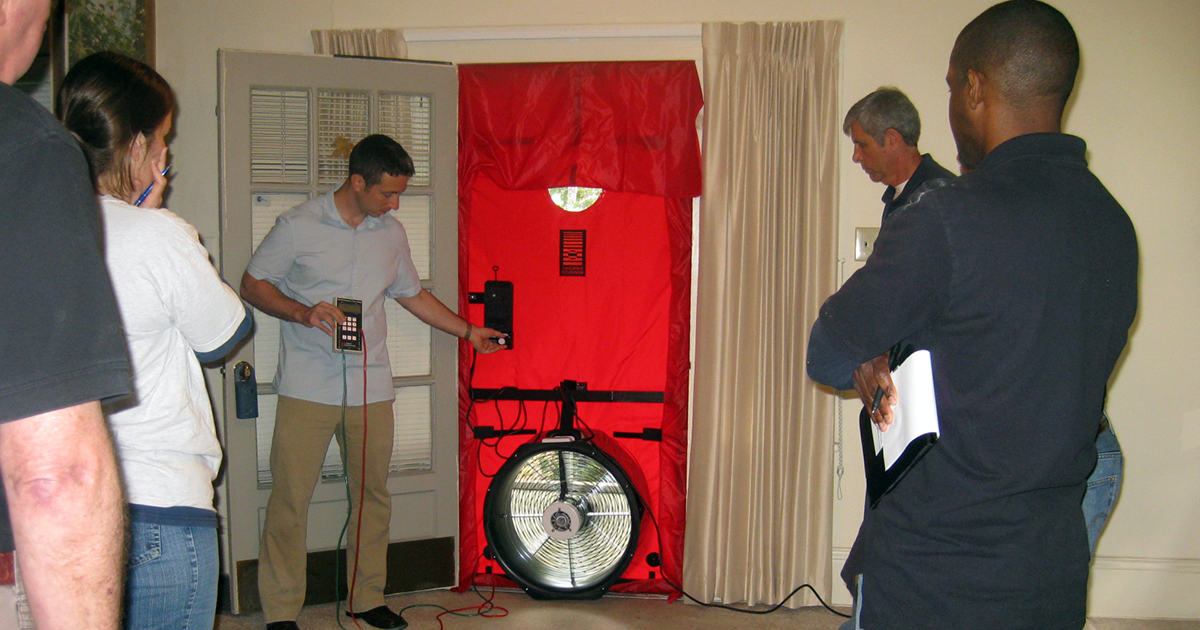 blower door test training image